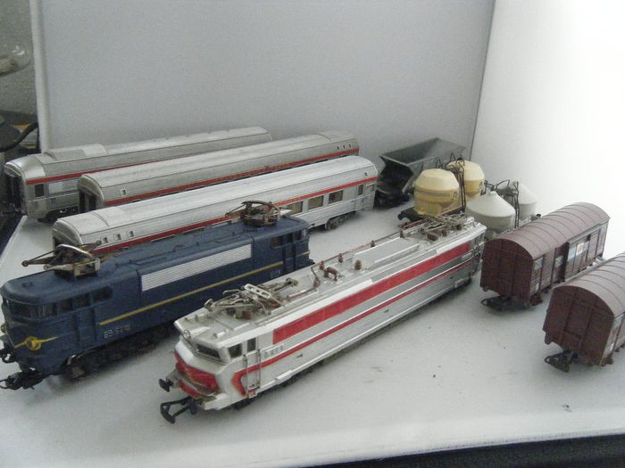 Lima H0 - 208122- - Train unit - with 2 E-Locs: CC40101 and BB9210 with 8 cars - SNCF