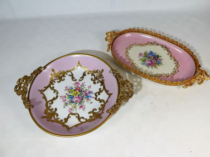 Limoges - Pair of richly decorated ormolu decorated bowls - porcelain