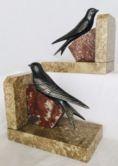 Art Deco boekensteunen - Representation of swallows on marble bases, ca. 1930France