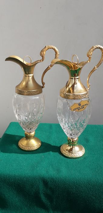 Buton liqueur bottles (2) - Crystal, gold-plated metal
