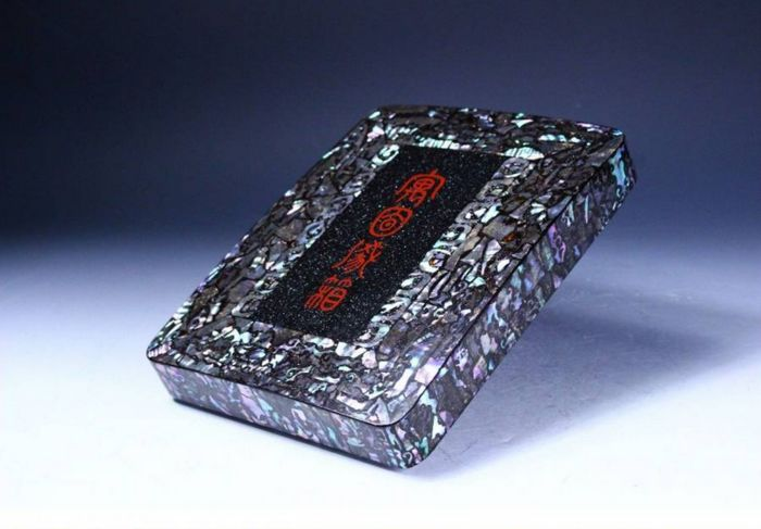 Suzuri-bako (1) - Lacquer, Mother of pearl, Wood - Very fine raden decoration with inscription, signed - Japan - 19th century