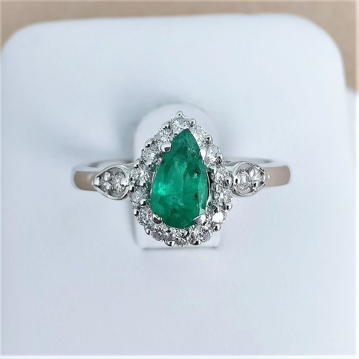 18 kt. White gold - Ring - 0.57 ct Emerald - Diamonds
