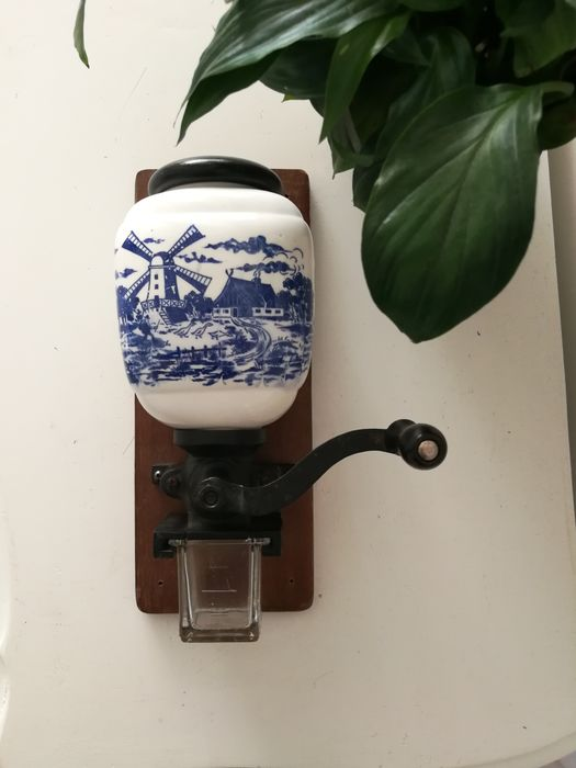 Kitchenware, Old Dutch wall hanging coffee grinder mill (1) - Earthenware, Glass, Iron (cast/wrought), Wood