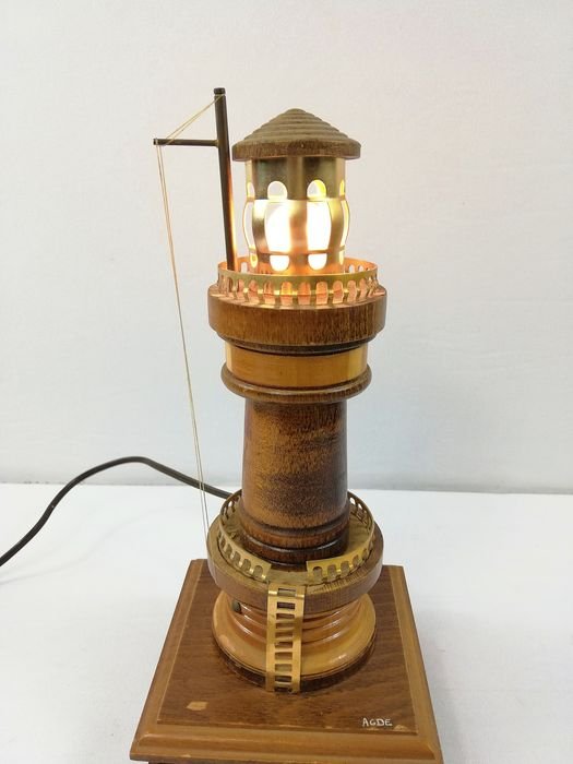 Lampe antique en forme de phare - Bois
