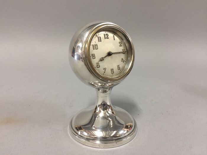 Table clock so-called dashboard clock - Silver - 1927