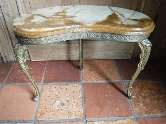 A kidney shaped side table in brass with onyx top and brass rim