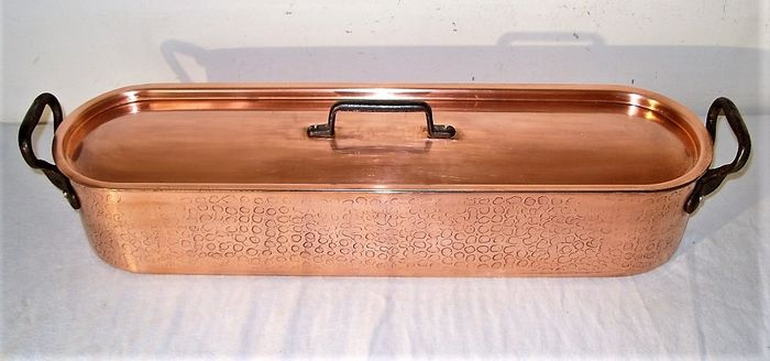 Fabrication Française - A professional fish pan - Hammered copper, stainless steel, cast iron