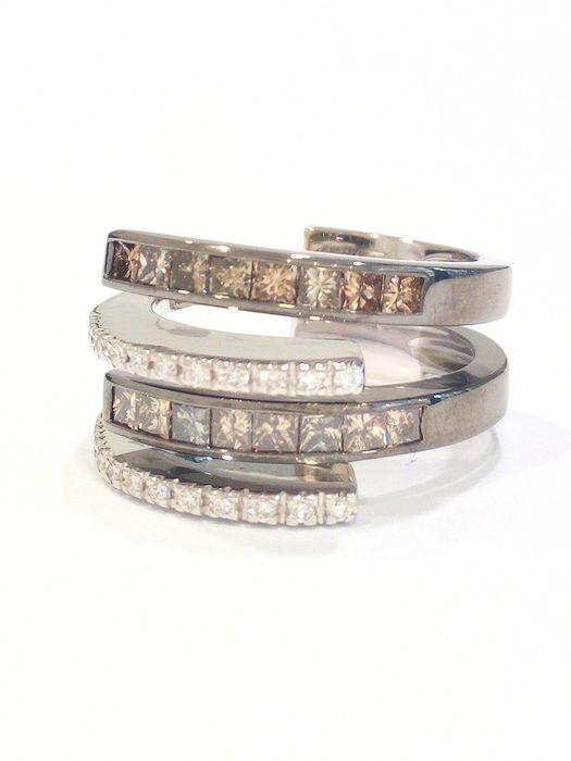 ALFIERI & ST. JOHN - 18 kt. White gold, Burnished gold - Ring - Diamonds, Brown diamonds