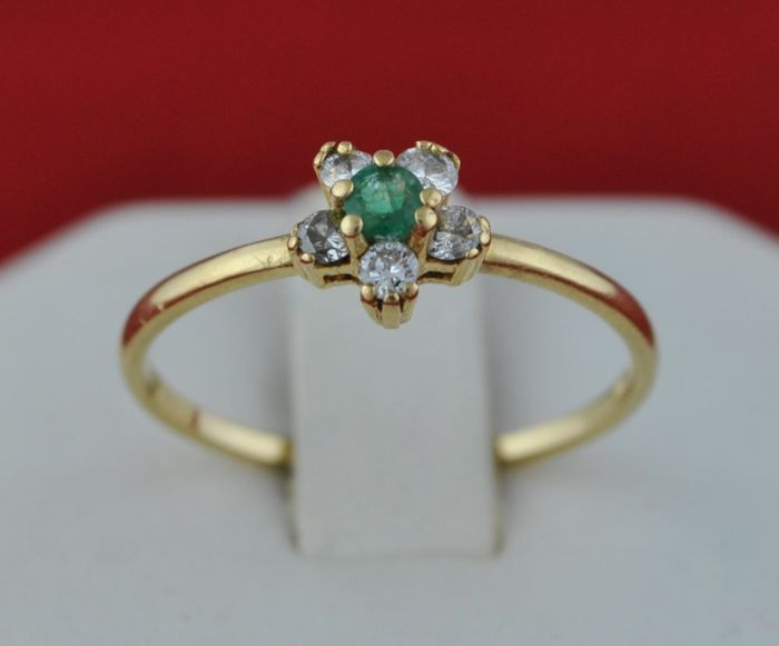 *Low Reserve Price* - 18 kt. Yellow gold - Ring Emerald - Diamond
