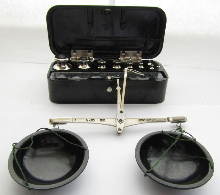 Nizhny Tagil 1966/74 - Weights and scales (19) - Bakelite, chrome-plated iron.