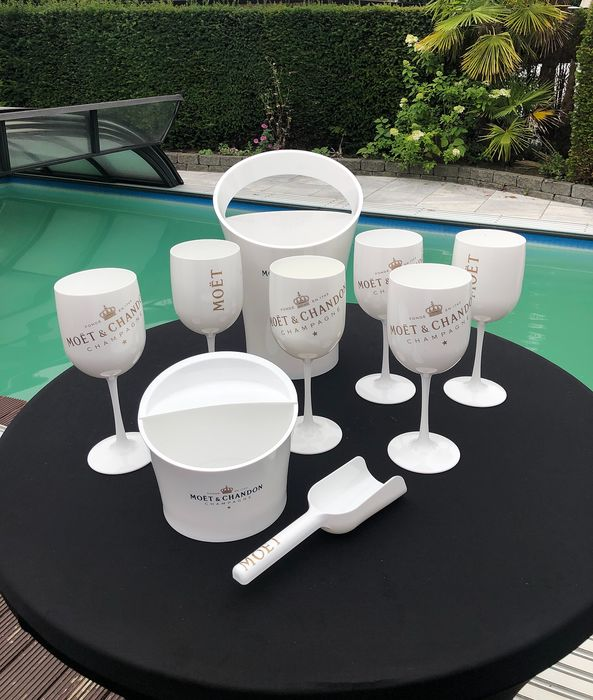 Moët et Chandon Ice accessories with 6 glasses, 1 champagne bucket, 1 ice-scoop and 1 fruit-bucket - Champagne - 9 items in total
