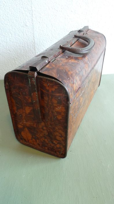 Van Melle - Antique tin lunchbox / lunch box in suitcase model - Look