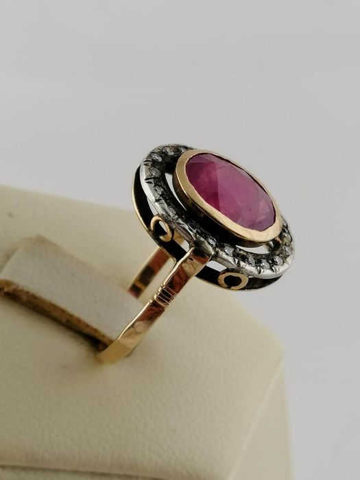9 kt Yellow gold - Ring Ruby