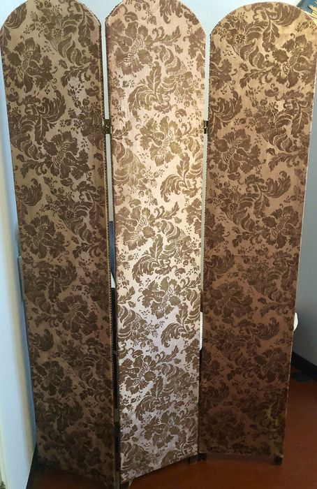 Screen in pure pink antique silk with golden motifs, Fortuny style