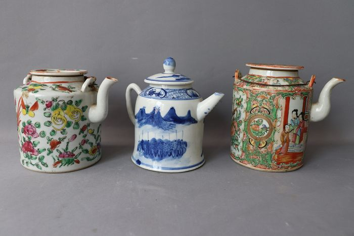 Teapots (3) - Blue and white, Canton, Famille rose - Porcelain - China - 19th century