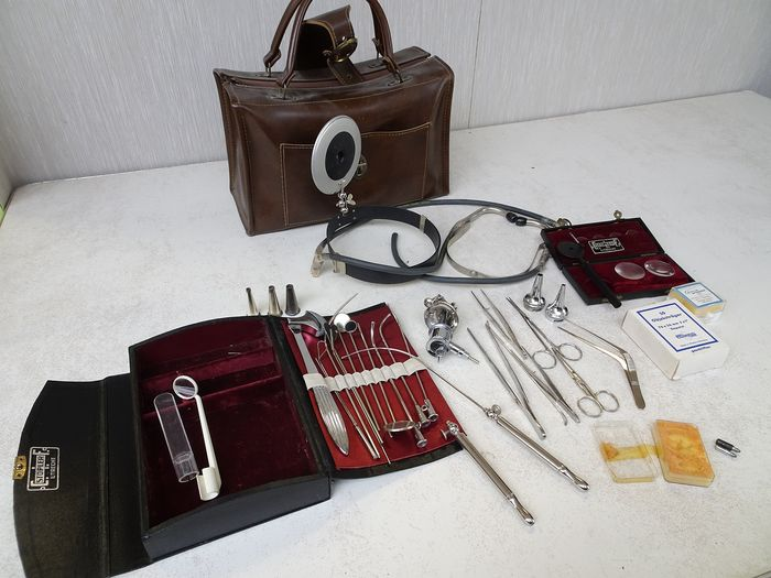 Gowlland en Stopler - doctor's bag with contents (39) - Steel, leather bag and storage boxes