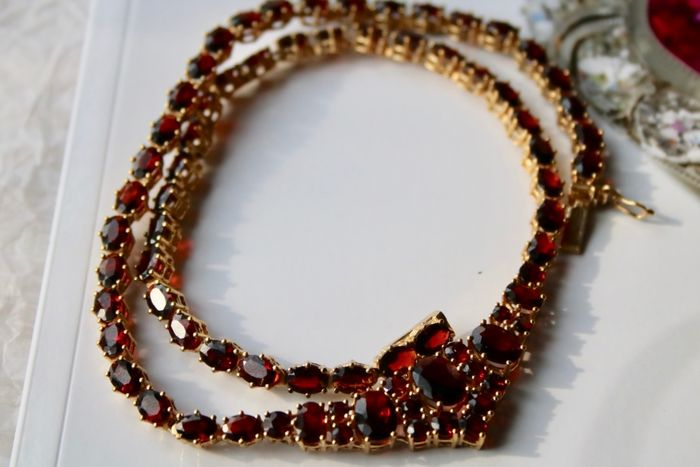 """""""42"""" ct. engraved and numbered """"6191"""" Gold-plated - ca. 1900-'40 Antique Collier - 42.00 ct Bohemian Garnets full set  - Excellent state"""