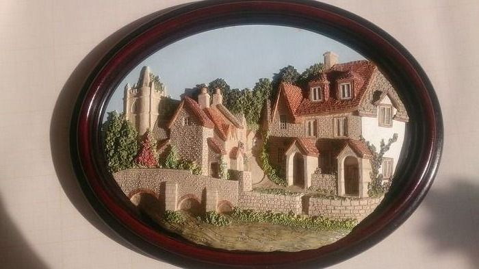 Lakeland Studios - Castle Combe has been voted England's prettiest village - Quayside Partnership - Ceramic object, Wall unit
