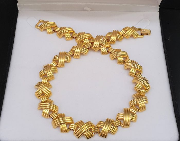 Crown TRIFARI by Alphred Philippe gold toned - woven style Necklace