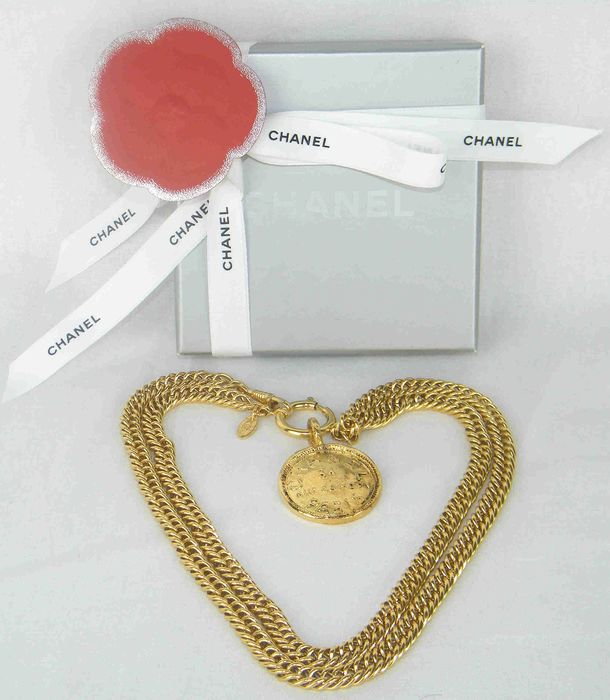Chanel - 31 Rue Cambon  Double Sided Medallion Ketting