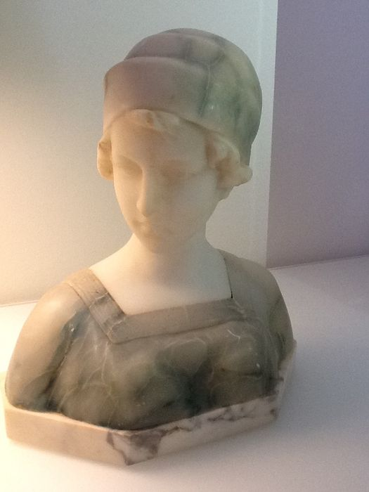 Art Nouveau girl's bust in marble and alabaster