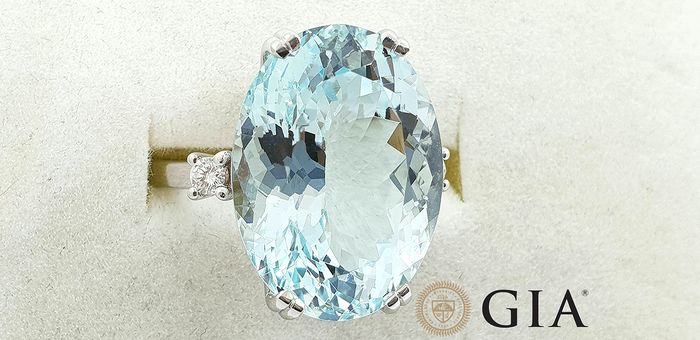 18 kt. White gold - Ring - 13.34 ct GIA certified aquamarine - Diamonds - No Reserve