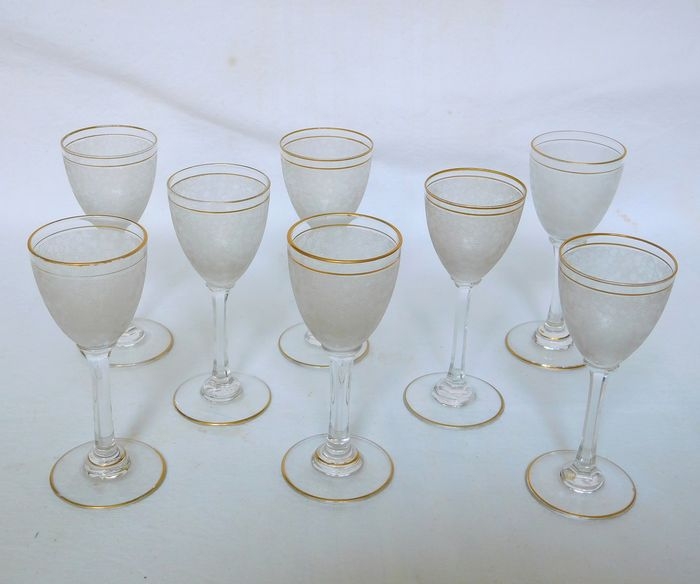 Saint Louis - service of 8 shot glasses - frosted and golden crystal - Crystal