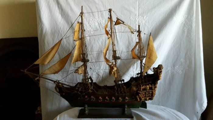 galleon (1) - Textiles, Wood