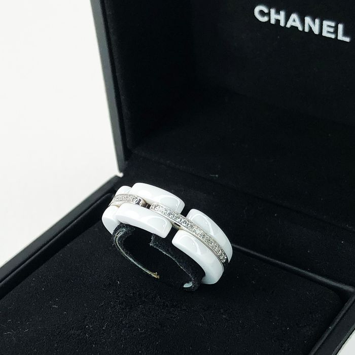 "Chanel - 18 kt. ""Ultra"" Collection White Gold, Diamonds, Ceramic - Ring Diamond"