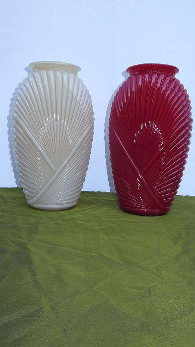 onbekend - ribbed Art Deco vases (2) - press glass