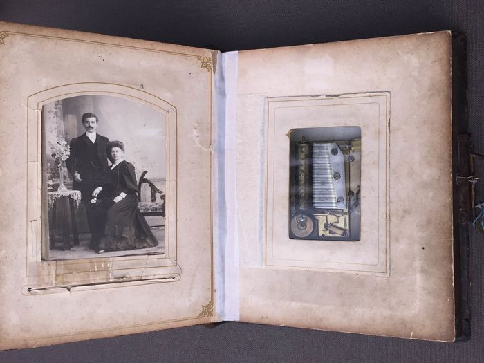 Photo album with play (1) - Brass, Leather - Late 19th century