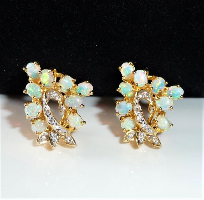 14 kt. Gold - Opal earrings 9.2 g - plug with clip 2 ct. Crystal opals + 0.25 ct. diamonds