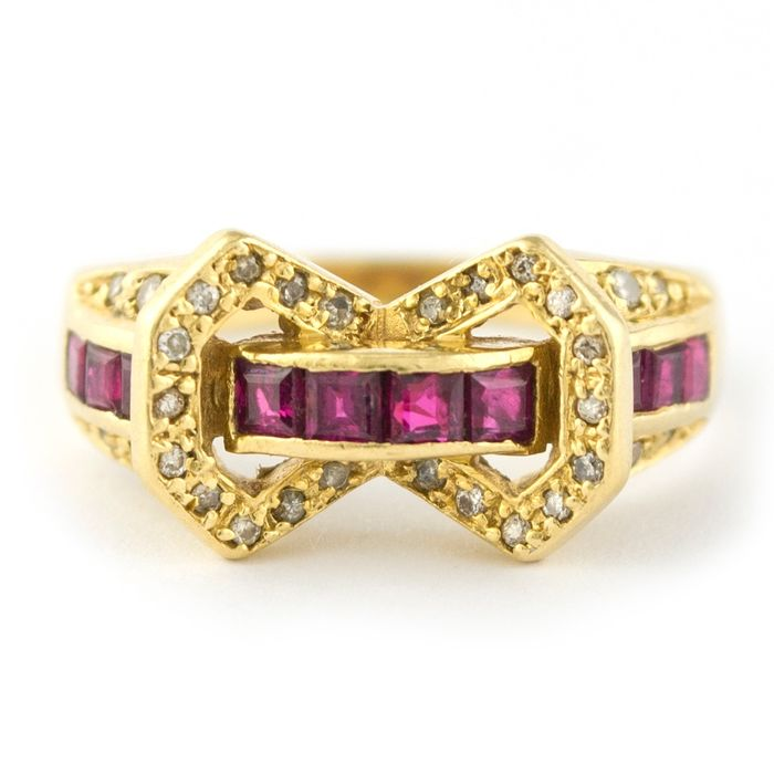 Antique - 18 kt. Yellow gold - Ring Ruby - Diamonds