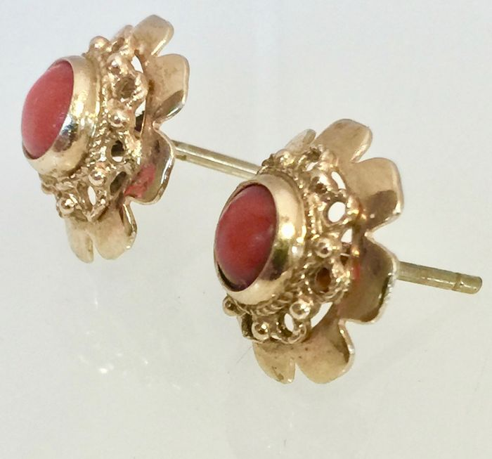 14 kt. red coral set in gold - Earrings