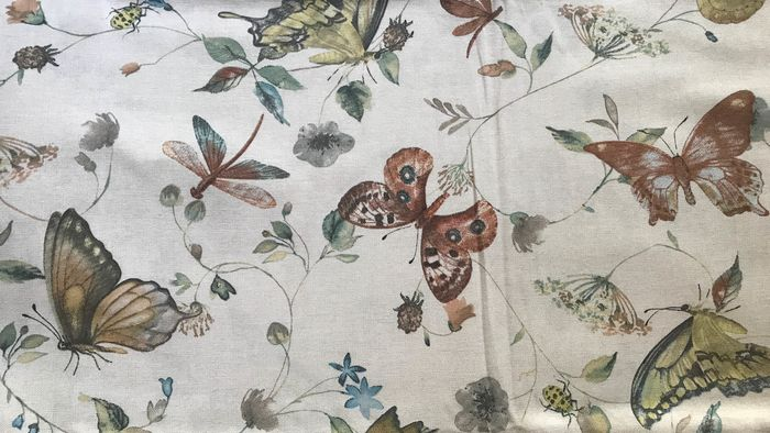 2.80 meters x 2.60 meters white fabric with colorful butterflies - Cotton, cotton blend - Unknown