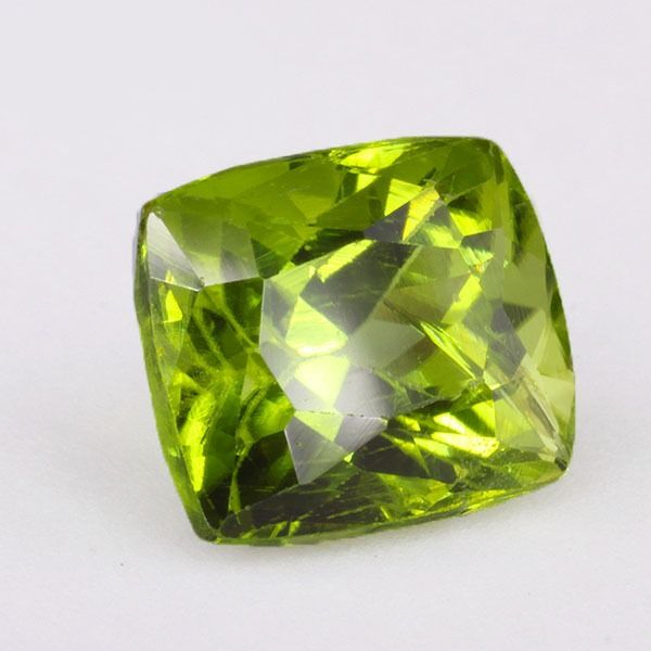 * Ei varaushintaa * Intense Green Peridot - 2.82 ct