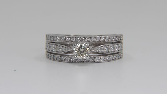 14 karat Hvitt gull - Ring - 0.80 ct Diamant - Diamanter