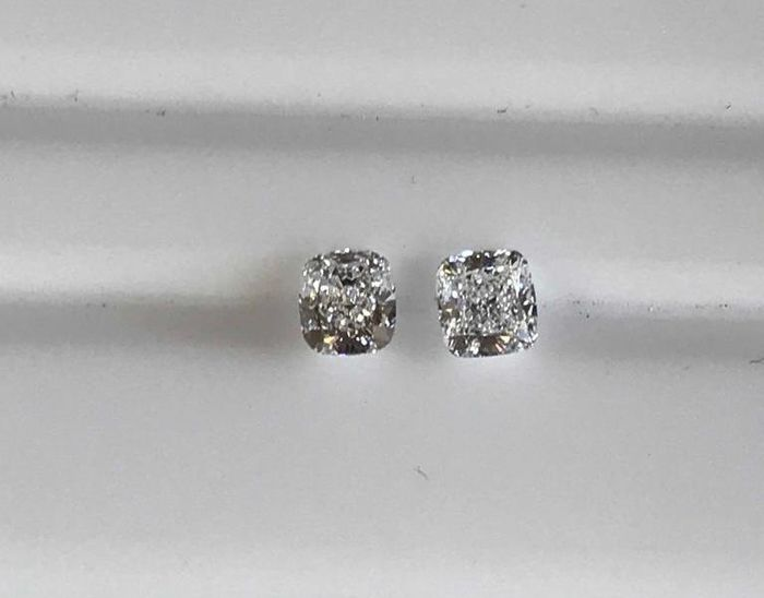 2 pcs Diamonds - 1.07 ct - Cushion - D (colourless), E - IF (flawless)