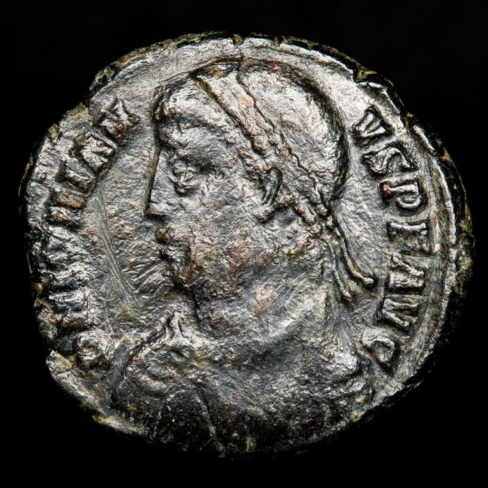 Roman Empire - Follis - Jovianus (363-364 A.D.) minted in Heraclea. VOT / V within wreath in ex. HERACA. Rare. - Bronze