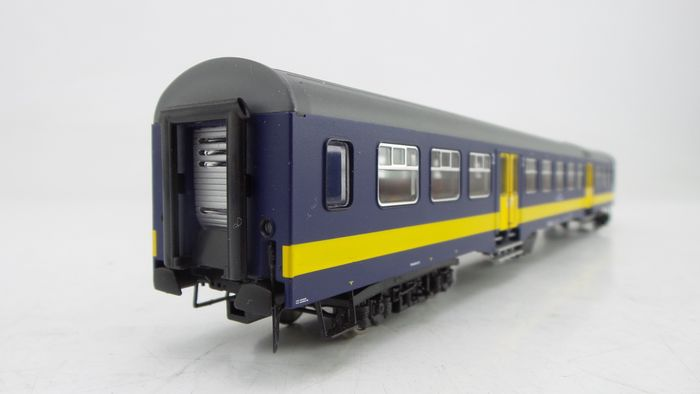 Artitec H0 - 20.160.05 - Passenger carriage - 'Plan W1 BeNeLux' coach with narrow doors - NMBS, NS
