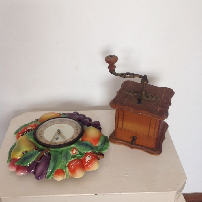 Coffee grinder and wall clock (2) - loia and clock material and Madeira
