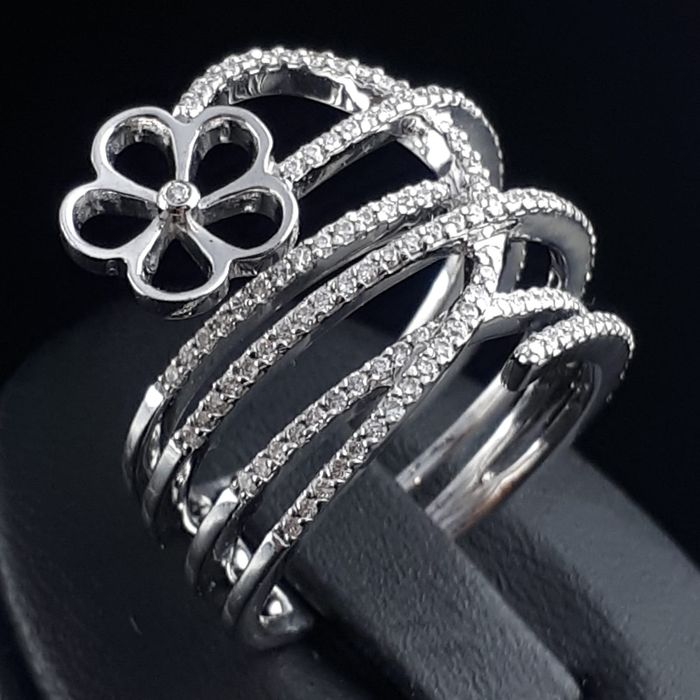 18 kt. White gold - Diamond Ring  - 0.62 ct Diamond
