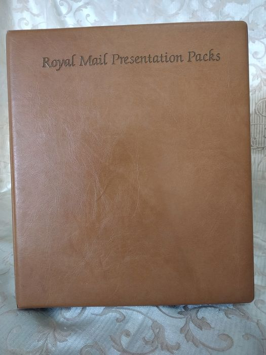 Great Britain 1970/2000 - Collection of Presentation Packs, in binder, all photographed