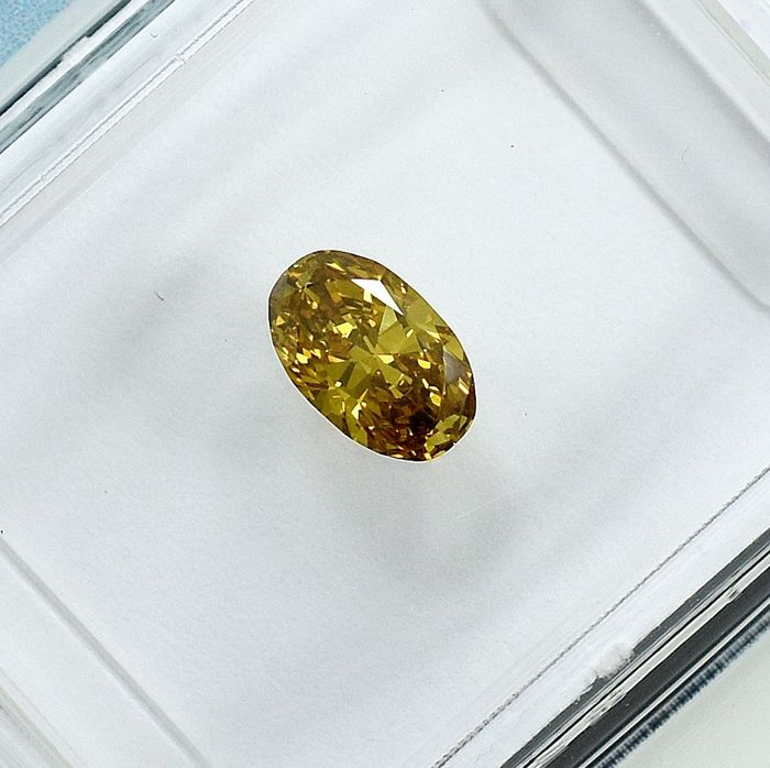 Diamant - 0.37 ct - Oval - Natural Fancy Deep Greenish Yellow - SI1