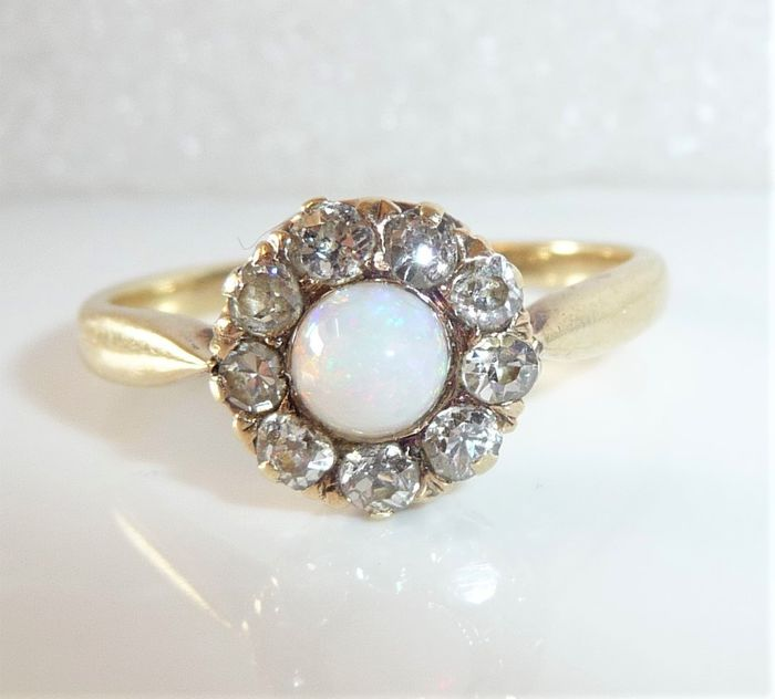14 kt Gelbgold - Antiker Ring 0.36 ct. Diamonds / old cut + 0,50 ct. Opal