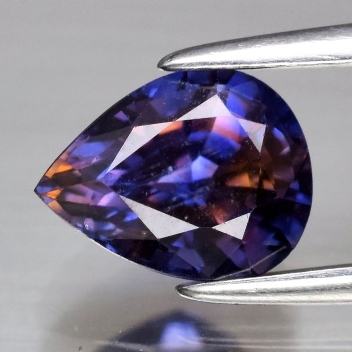 Purplish Orange-Blue Sapphire - 1.27 ct