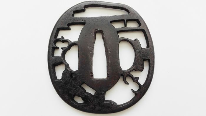 Beautiful, sukashi ,flower design -iron tsuba - Iron - Japan - Late Edo period