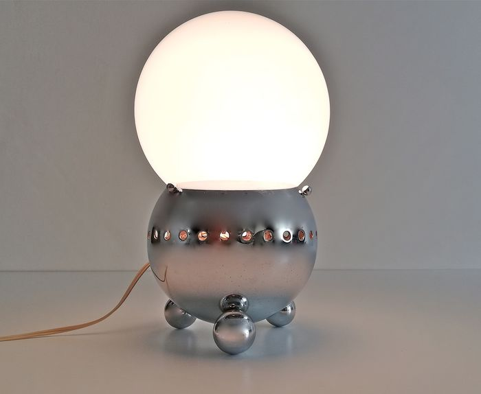 Space Age table lamp - Mid-Century Modern - Chrome-plated Steel and Opaline glass