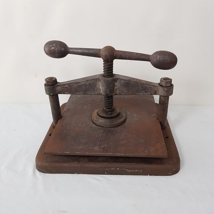 Book press - Iron (cast/wrought)
