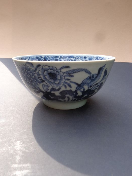 Alms bowl (1) - Blue and white - Porcelain - Bird - China - 18th century